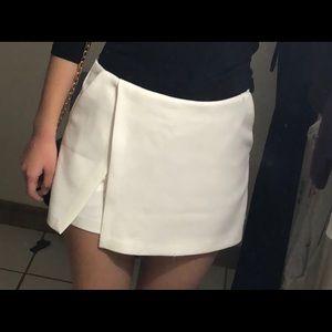 White/Pearl Envelope Skirt FOREVER 21 size XS